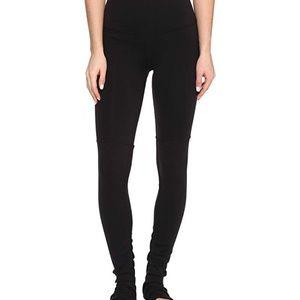 Alo Goddess Leggings Black on Black